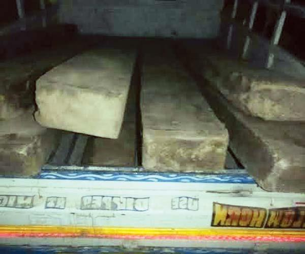 vehicle caught with 9 sleeper of wood
