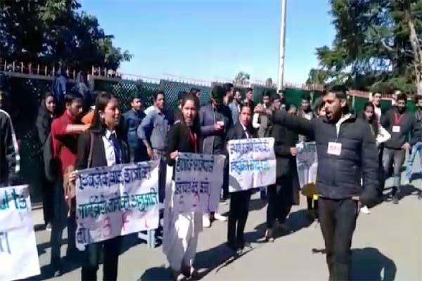 sfi protest in hpu