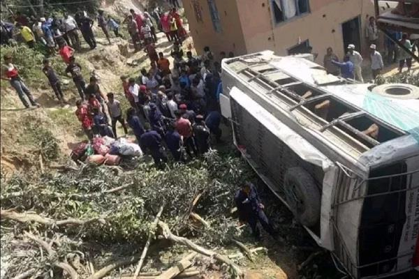 big bus accident in nepal 11 passengers killed more than 25 injured