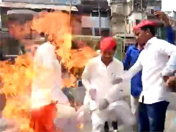 sp workers burnt themselves while burning effigy of