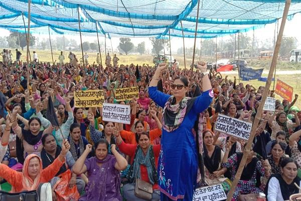 anganwadi workers protested against the punjab government
