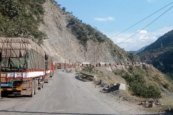 jammu srinagar highway re opened for traffic after two days