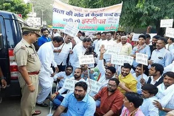 raebareli congress workers protest outside mla aditi singh s house