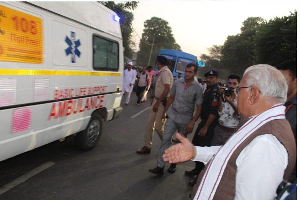 cm took over himself removed traffic and gave way to ambulance