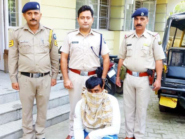4 arrested in case of beating the punjab police