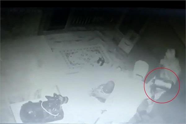 5 lakh chhatra stolen from the temple mata vaishno devi