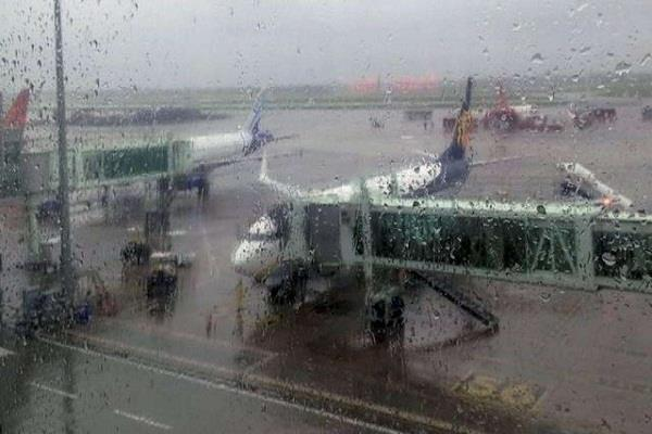 strong winds rain put brakes on delhi s igi airport flights