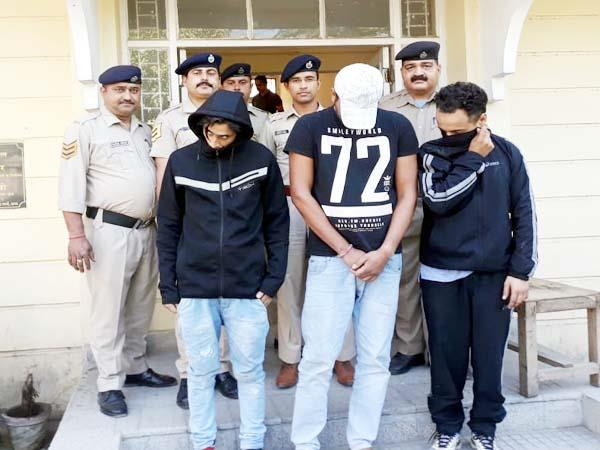4 youth arrrested with heroin
