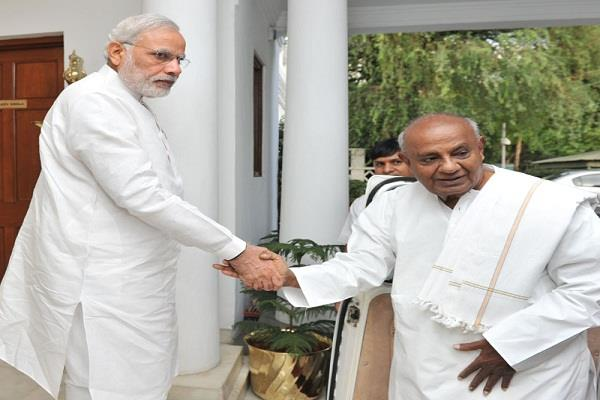 pm modi expresses happiness at deve gowda s visit to the statue of unity