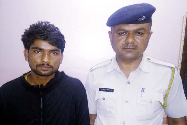 2 arrested with minor in bike theft case