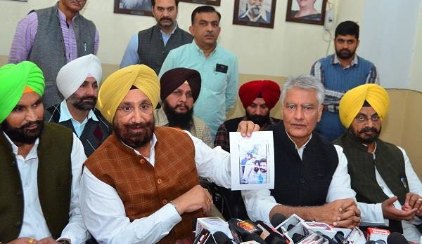 jakhar told majithia grandfather of gangsters randhawa showed pictures