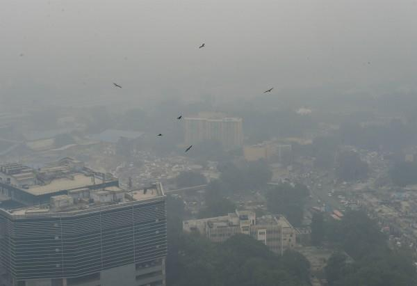 poisonous delhi air pollution in many areas cross 700