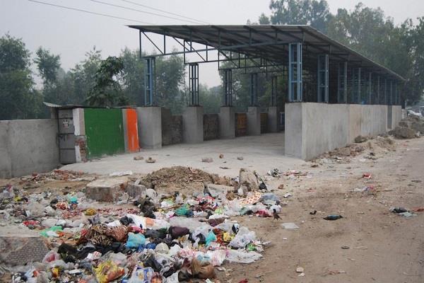 the case of vikaspuri dump is still not resolved