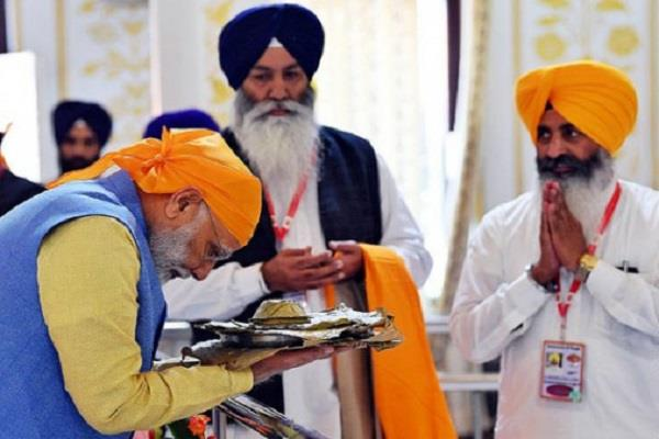 pm modi and president salute guru nanak dev ji