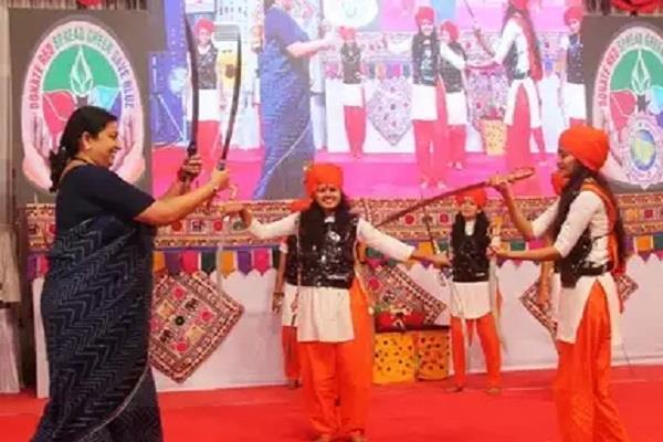smriti irani performs talwar raas a traditional dance