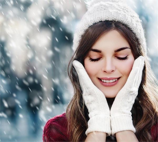 Winter Skin Care: मौसम के साथ बदलें अपनी रूटीन, यूं रखें त्वचा का ख्याल