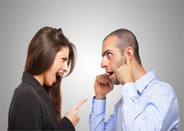 अपनी ही आदतों से परेशान रहती है बीवियां, पति को भी करती है Confuse !