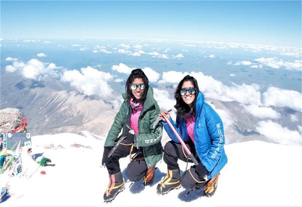 इन जुड़वा बहनों की हिम्मत के आगे छोटे पड़ें दुनिया के सबसे ऊंचे पर्वत