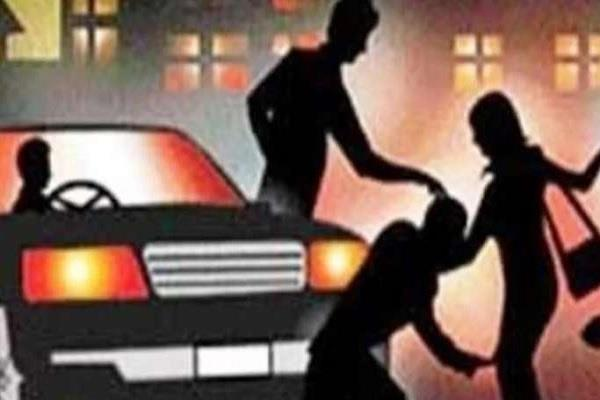 project engineer give lift expensive criminals escaped snatch mobile cash car