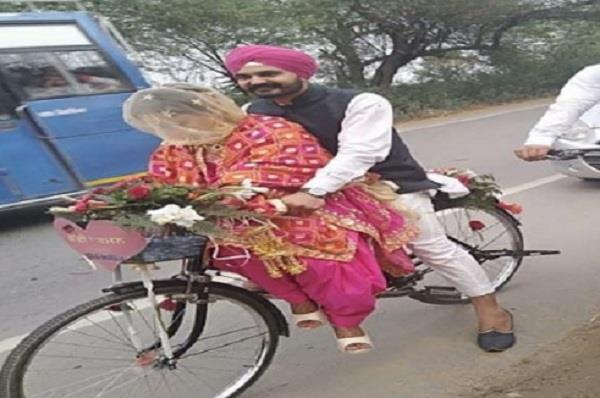 newly married couple in cycle