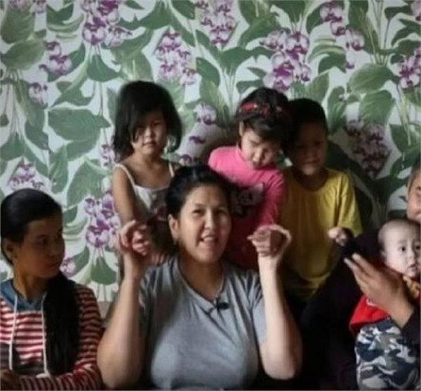 OMG: इस देश में 7 से अधिक बच्चे पैदा करने पर मां को मिलता Gold मेडल