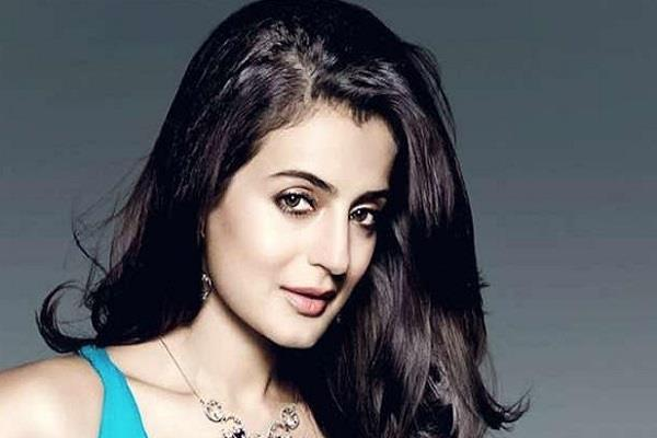 case filed against actress amisha patel in indore