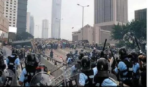 mainland chinese soldiers take to hong kong streets