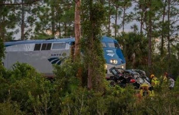 3 killed in florida vehicle train collision
