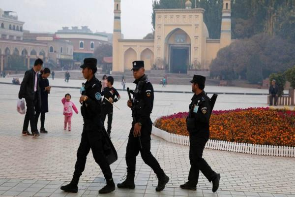 china should stop arbitrarily detaining people france