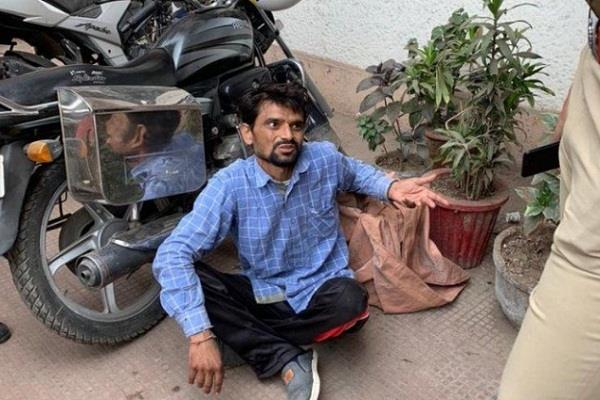 uttar pradesh agra naresh police