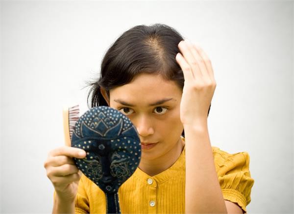 पुरूष ही नहीं, महिलाओं में भी बढ़ रहा है गंजापन, जानिए कैसे रखें बचाव?