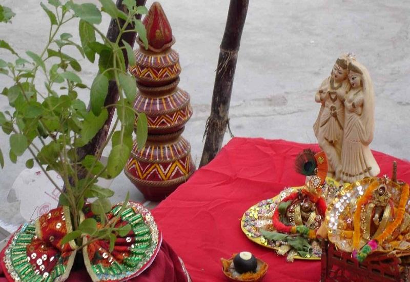 तुलसी विवाह से कन्या दान जैसा पुण्य प्राप्त होता है।