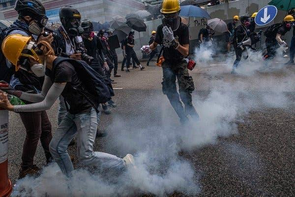 hong kong police shot with arrow in new clashes