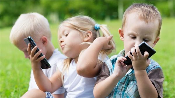 इस देश ने चूजों की मदद से बच्चों को स्मार्टफोन से किया दूर, आप भी अपनाएं ये टिप