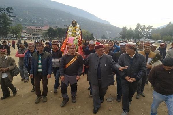 deity nag dhumal tied the border at dhalpur maidan