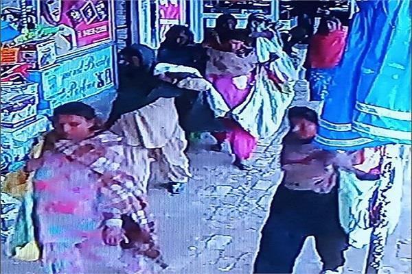 faridkot women steal people in shop cctv captures entire incident