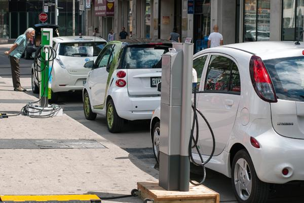 eesl cuts electric car order by 70  only 3 thousand cars will be