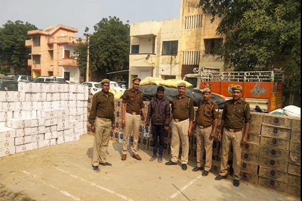 noida police recovered 25 lakh liquor accused arrested along with truck