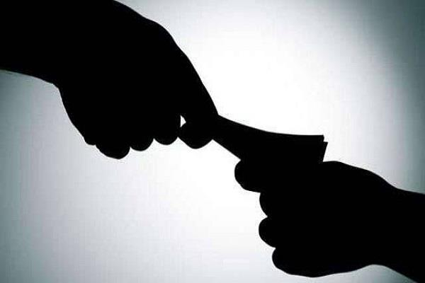 asi takes bribe of 4 thousand rupees red handed arrest