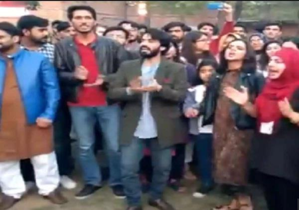 students raising azadi slogans in lahore