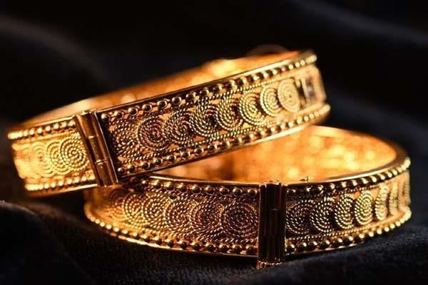 gold shines by rs 180 silver by rs 390