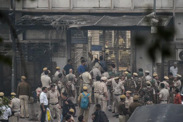 tis hazari violence delhi hc ordered to complete investigation in 6 weeks
