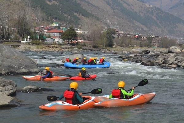 river rafting course in kullu inaugurated test being given to youth