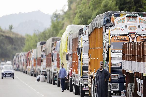 jammu srinagar highway closed third day removal work interrupted due rain