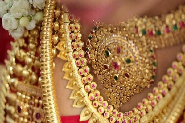 gold shines by rs 110 silver by rs 300
