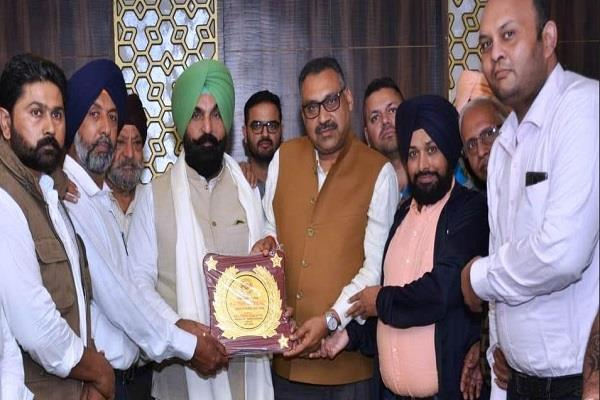 pawan diwan and kulwant sidhu honored with ludhiana ratna award