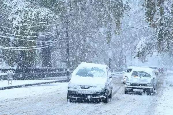 jammu srinagar highway closed due snowfall and landslides
