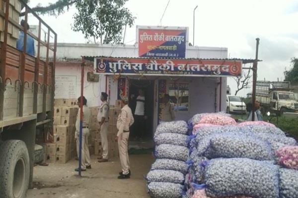 police caught 1500 truckloads of illicit liquor detained 2 accused