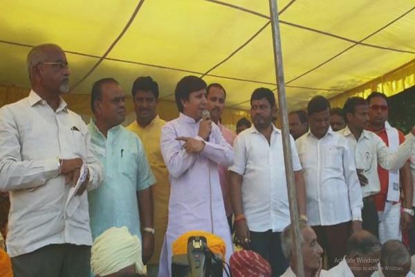 disputed statement of mla akash vijayvargiya we do not walk empty hand
