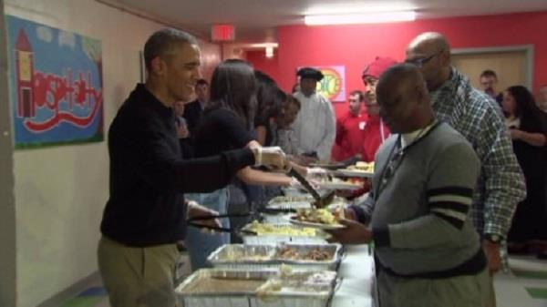 viral video obama s serve thanksgiving dinner to homeless